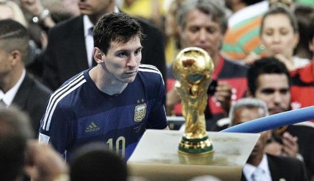 3 điều Messi cần làm để tiếp tục cho Ronaldo hít khói ở giải thưởng Quả Bóng Vàng năm nay-3