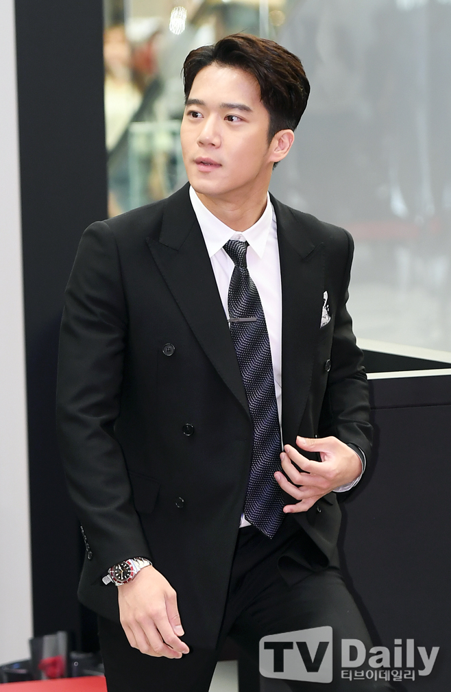 """Anh trai"""" của Hyun Bin: Sở hữu ngoại hình cực phẩm, học lực thuộc hàng khủng nhưng lại mắc bệnh nhát gái-15"""