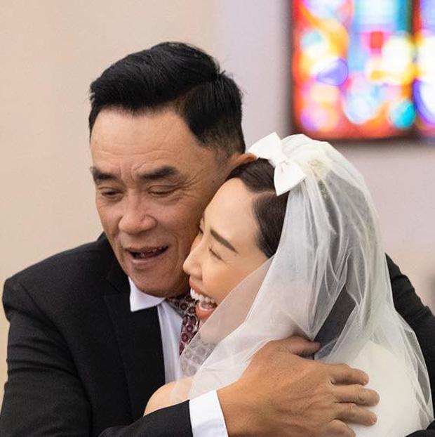 Bố Tóc Tiên hé lộ khoảnh khắc bên con gái trong hôn lễ, hiếm hoi công khai gửi lời nhắn đầy xúc động-1