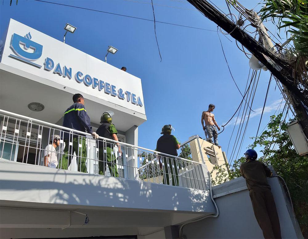 Khiếp vía với người ngáo đá nhảy múa trên nóc nhà, đu cột điện-3
