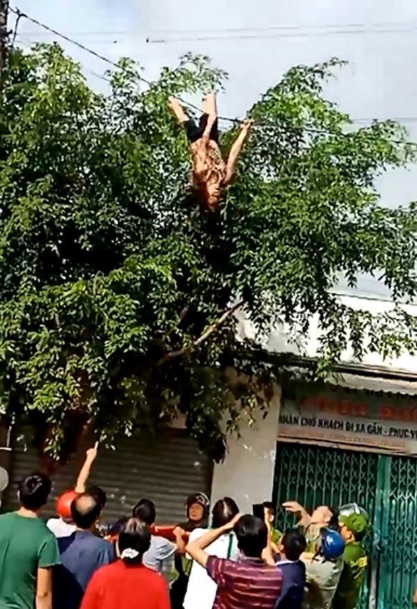 Khiếp vía với người ngáo đá nhảy múa trên nóc nhà, đu cột điện-4