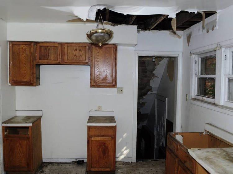 Mua nhà hoang tồi tàn với giá 50 triệu, chàng trai trẻ sửa thành biệt thự mới toanh tặng mẹ già-6