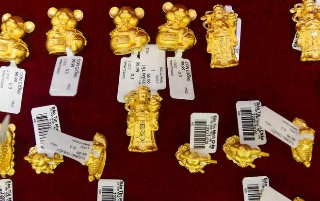 Giá vàng tiếp tục tăng nóng, gần chạm mốc 46 triệu đồng-1