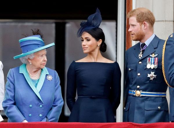 Vợ chồng Meghan Markle bị chỉ trích dữ dội sau thông báo mới chứa ngôn từ vô lễ với Nữ hoàng Anh-2