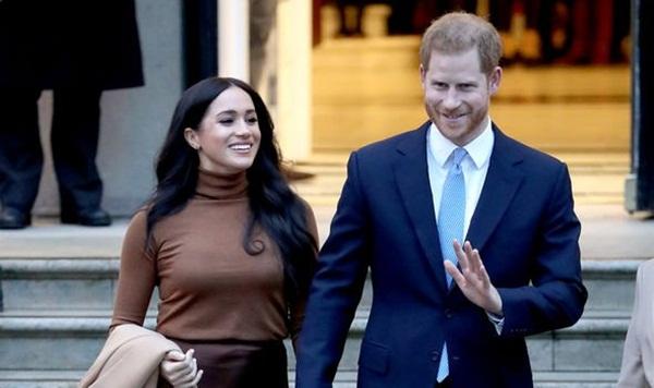 Vợ chồng Meghan Markle bị chỉ trích dữ dội sau thông báo mới chứa ngôn từ vô lễ với Nữ hoàng Anh-3