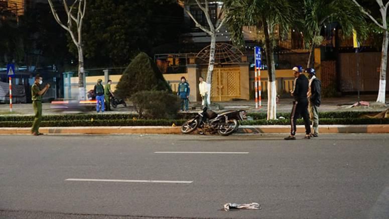 Chạy xe máy tốc độ cao tông vào con lươn ven đường, người đàn ông chết thảm-1