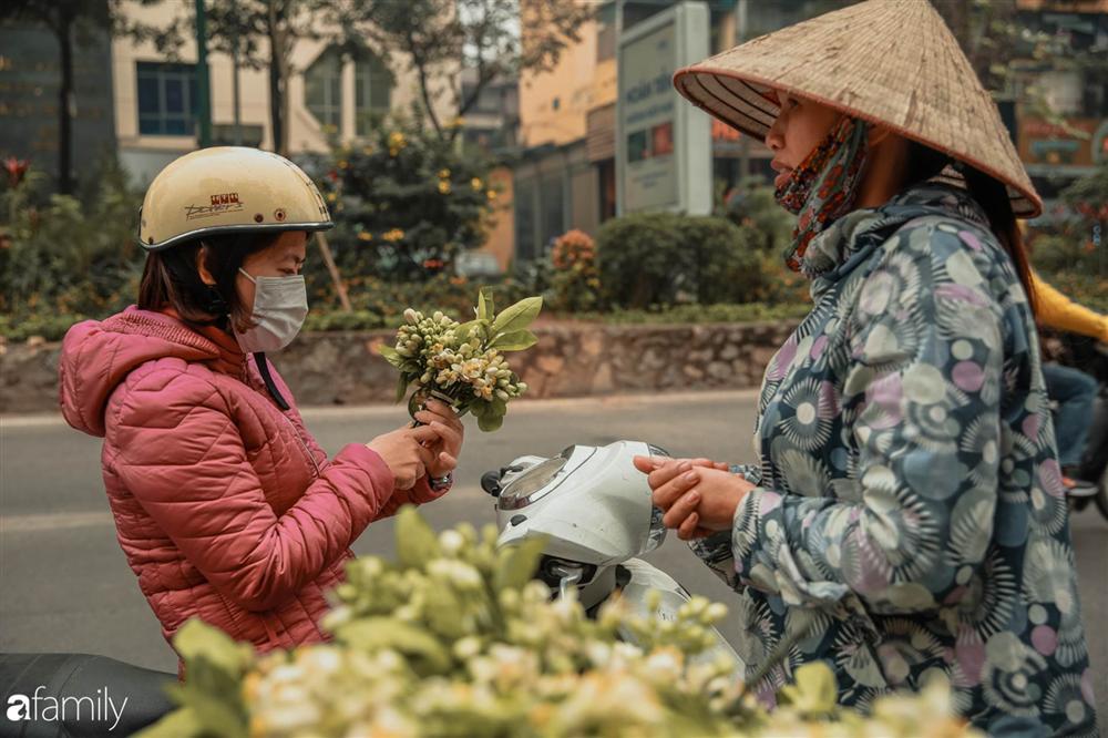 Chùm ảnh: Mùa hoa bưởi đã tỏa hương khắp đường phố Hà Nội, nhìn thấy lòng ai cũng xao xuyến, nhất định phải mang về mới thôi-2