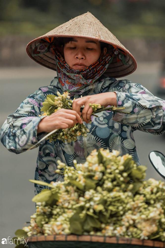 Chùm ảnh: Mùa hoa bưởi đã tỏa hương khắp đường phố Hà Nội, nhìn thấy lòng ai cũng xao xuyến, nhất định phải mang về mới thôi-3