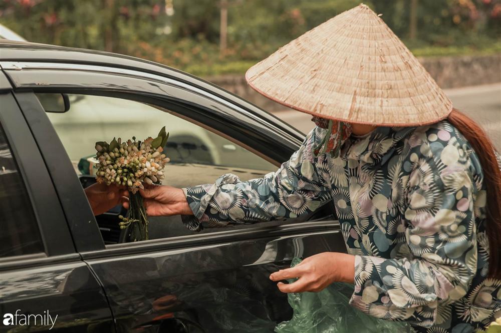 Chùm ảnh: Mùa hoa bưởi đã tỏa hương khắp đường phố Hà Nội, nhìn thấy lòng ai cũng xao xuyến, nhất định phải mang về mới thôi-4
