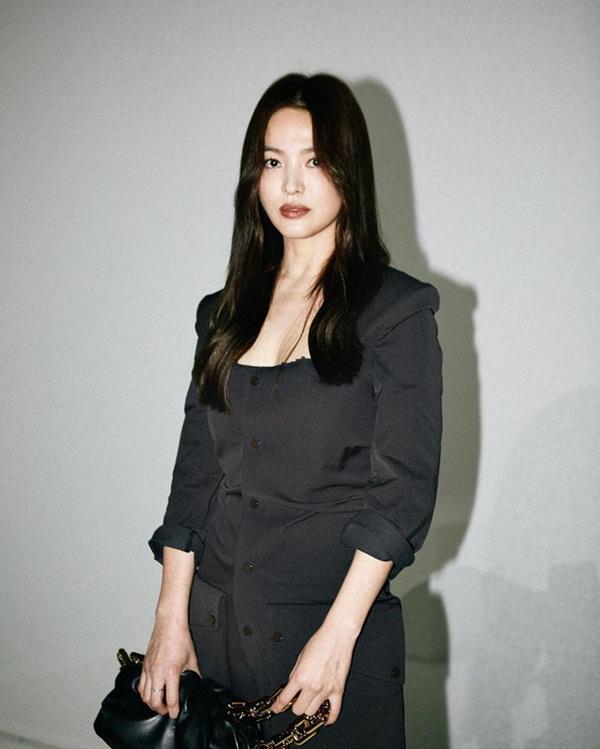 Trời ơi Song Hye Kyo ma mị ngút ngàn tại trời Tây, thần thái xuất sắc đến mức không thể rời mắt-4