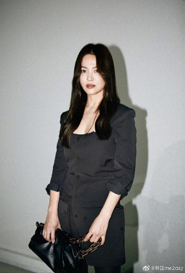 Trời ơi Song Hye Kyo ma mị ngút ngàn tại trời Tây, thần thái xuất sắc đến mức không thể rời mắt-10