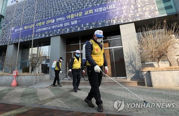 Bệnh nhân siêu lây nhiễm ở Hàn Quốc lần đầu tiên lên tiếng sau khi khiến hơn 9.000 tín đồ Shincheonji có nguy cơ nhiễm Covid-19-3
