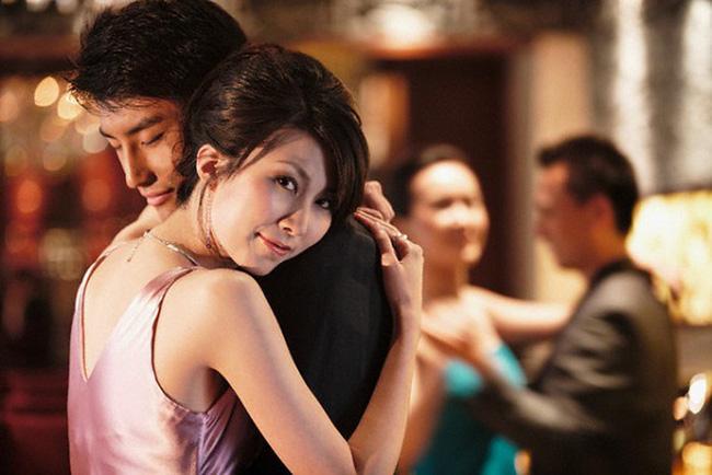 Chồng gian tình với giúp việc, vợ hành xử chẳng giống ai khiến chồng phải cúi đầu-2