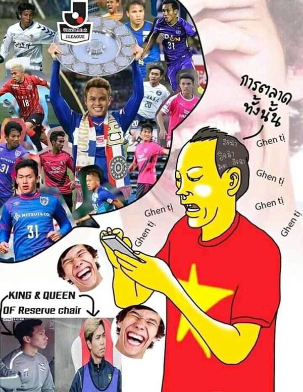 CĐV Thái Lan chế ảnh mỉa mai Văn Hậu ngồi dự bị, châm biếm bóng đá Việt Nam là King of marketing-1
