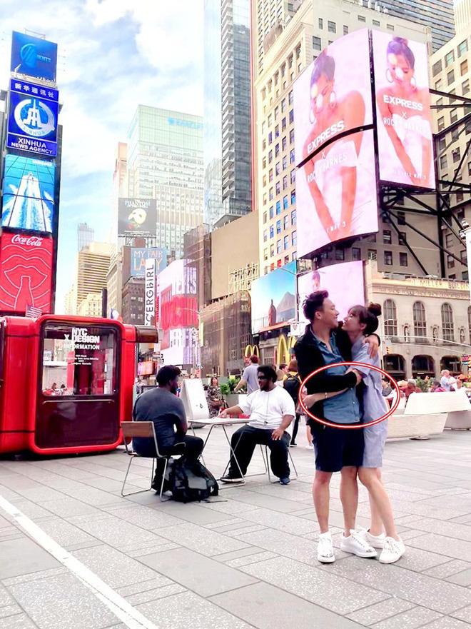 """Tung ảnh vi vu New York sang chảnh bên bà xã, Trấn Thành gây xôn xao vì quá gầy: Đuông dừa"""" năm xưa giờ xanh xao đáng lo-7"""