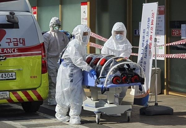 Chuỗi lây nhiễm vô hình virus corona làm đau đầu các chuyên gia-1