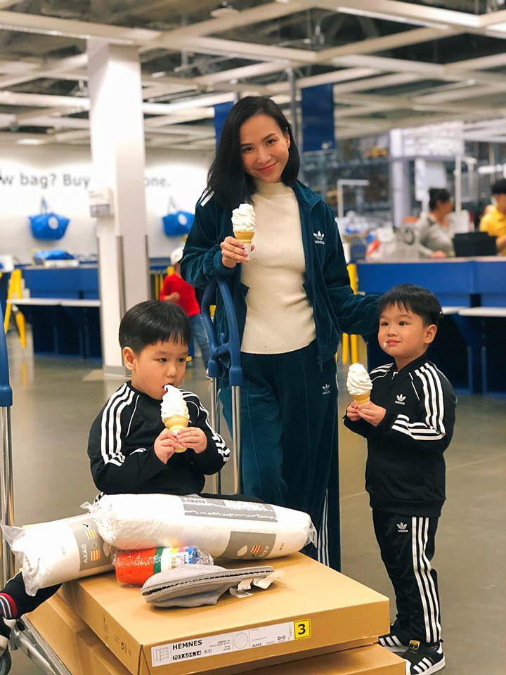 3 cặp sinh đôi nhà sao Việt nổi như cồn trên mạng xã hội: Bé con lai đã lớn phổng phao như thiếu nữ, cùng bố mẹ sống đầy trải nghiệm nơi trời Tây-8