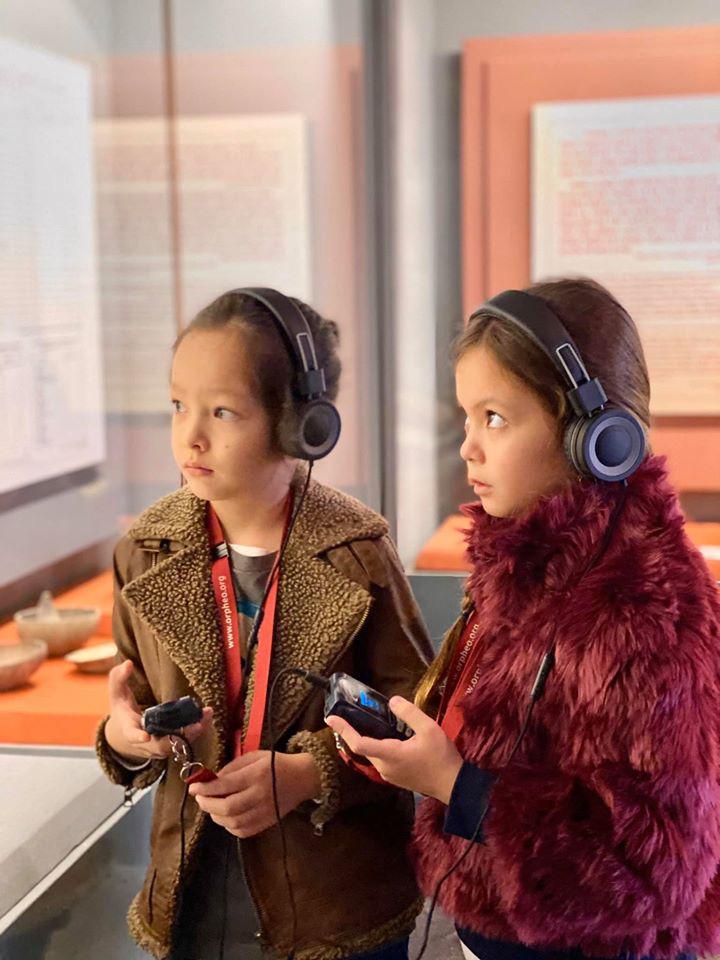3 cặp sinh đôi nhà sao Việt nổi như cồn trên mạng xã hội: Bé con lai đã lớn phổng phao như thiếu nữ, cùng bố mẹ sống đầy trải nghiệm nơi trời Tây-22