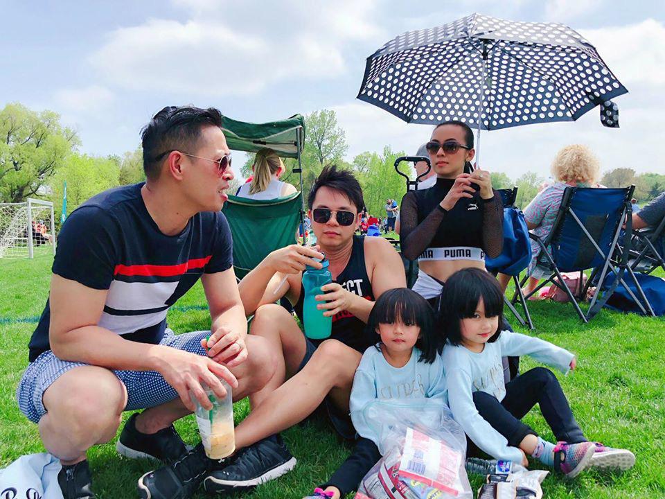 3 cặp sinh đôi nhà sao Việt nổi như cồn trên mạng xã hội: Bé con lai đã lớn phổng phao như thiếu nữ, cùng bố mẹ sống đầy trải nghiệm nơi trời Tây-43