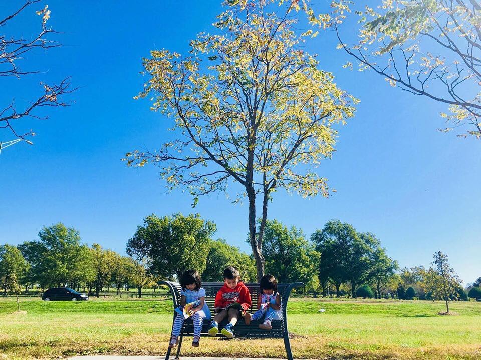 3 cặp sinh đôi nhà sao Việt nổi như cồn trên mạng xã hội: Bé con lai đã lớn phổng phao như thiếu nữ, cùng bố mẹ sống đầy trải nghiệm nơi trời Tây-44