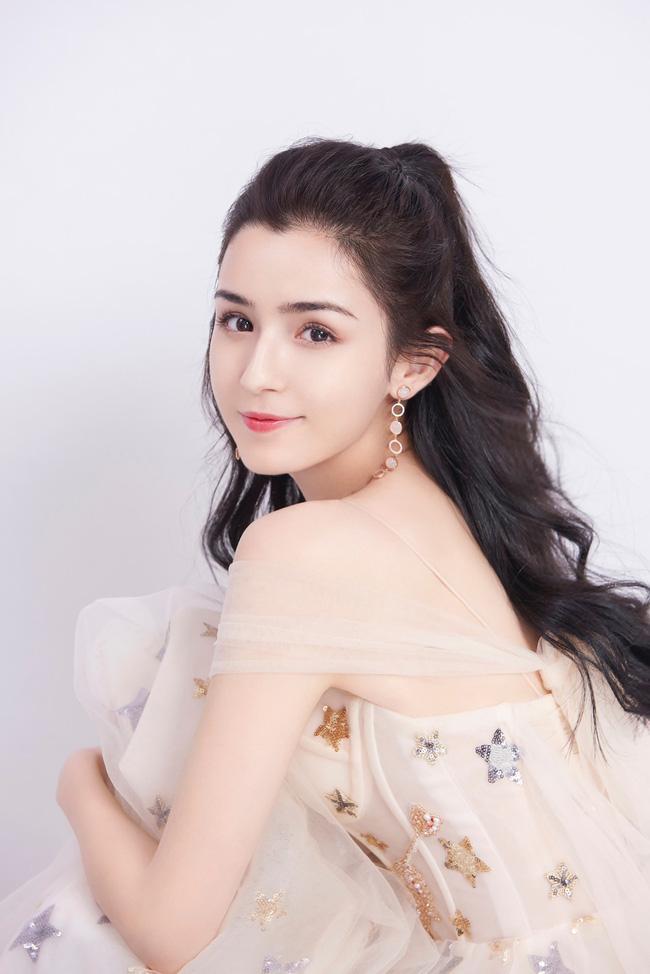 Hậu lùm xùm ly hôn Angelababy, Huỳnh Hiểu Minh bị đồn nuôi tình nhân bên ngoài và cô gái ấy lại là mỹ nhân Tân Cương tai tiếng này?-2