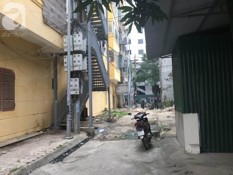 Hải Dương: Xót xa người mẹ bất lực ngăn cản con gái nhảy từ tầng cao chung cư xuống sân tự tử-3