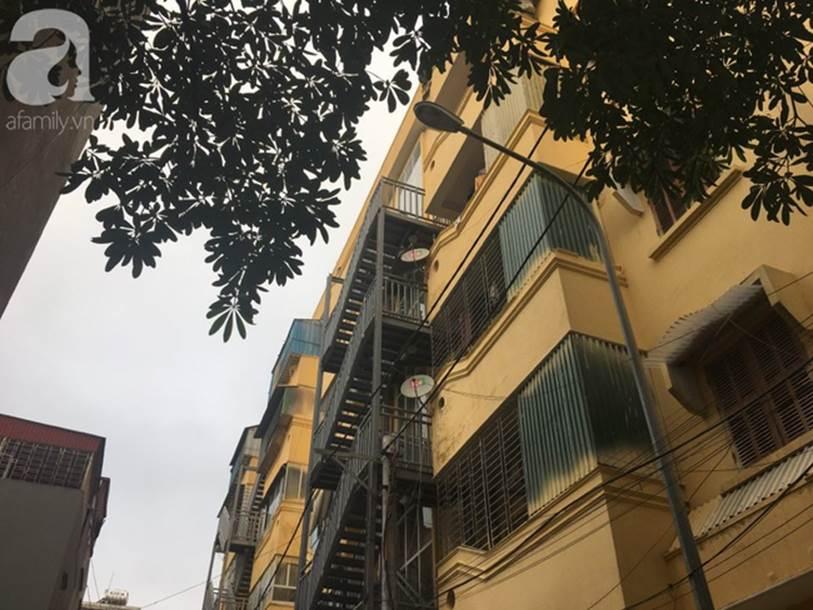 Hải Dương: Xót xa người mẹ bất lực ngăn cản con gái nhảy từ tầng cao chung cư xuống sân tự tử-4