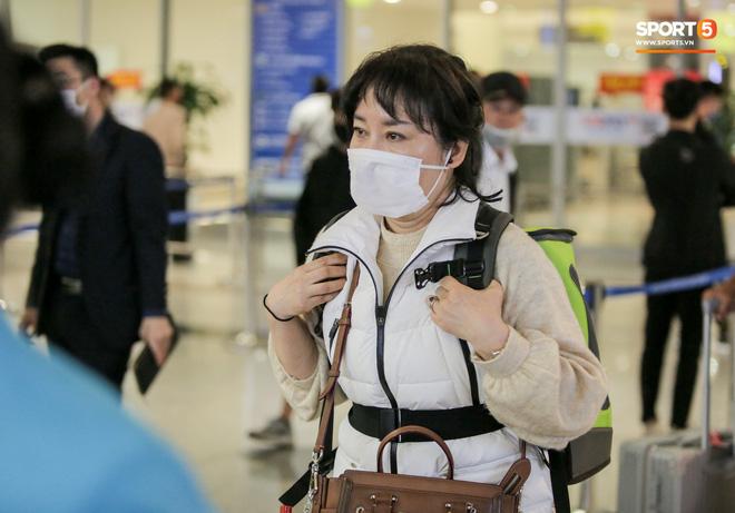HLV Park Hang-seo bất ngờ về dịch Covid-19 lan quá nhanh: Người dân Hàn Quốc đang lo lắng và bất an-2