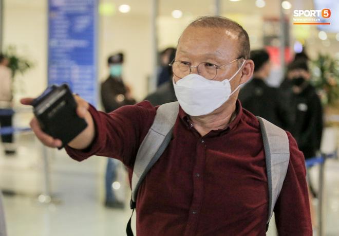 HLV Park Hang-seo bất ngờ về dịch Covid-19 lan quá nhanh: Người dân Hàn Quốc đang lo lắng và bất an-3