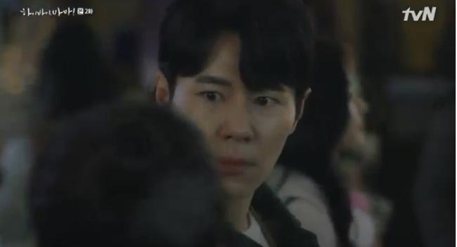 Hi Bye, Mama tập 2: Kim Tae Hee nghẹn ngào nhìn chồng sánh bước bên vợ mới, chạm mặt nhau nhưng không nhận ra-4