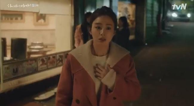 Hi Bye, Mama tập 2: Kim Tae Hee nghẹn ngào nhìn chồng sánh bước bên vợ mới, chạm mặt nhau nhưng không nhận ra-5