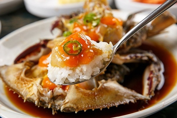 Đỉa biển, bạch tuộc và các món ăn sống lạ hấp dẫn du khách khi đến Hàn Quốc-3