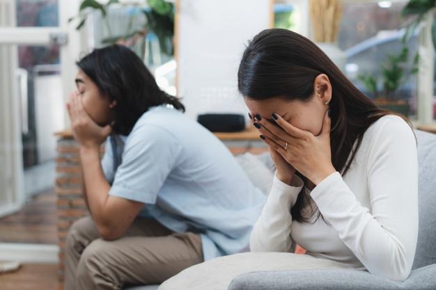 Đêm trước ngày ra tòa làm thủ tục ly hôn, vợ bỗng xuất hiện trước cửa nhà tôi với đôi mắt đỏ hoe và bật khóc thì thào lời xin lỗi-1