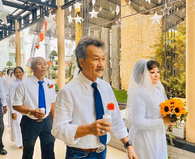 Danh ca Hương Lan bất ngờ làm cô dâu ở tuổi 63, tổ chức hôn lễ tại nhà thờ Ba Giồng, Tiền Giang-4