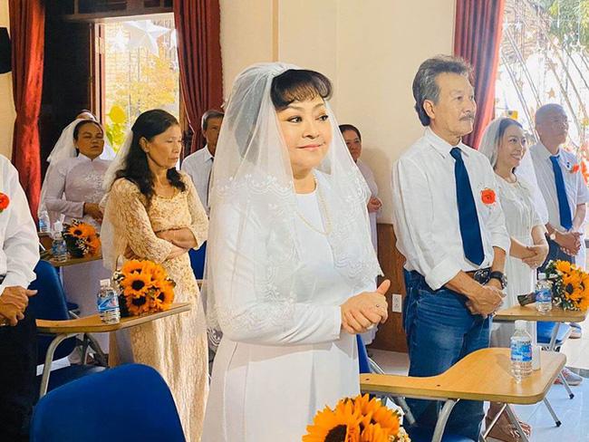Danh ca Hương Lan bất ngờ làm cô dâu ở tuổi 63, tổ chức hôn lễ tại nhà thờ Ba Giồng, Tiền Giang-5