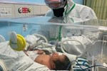 Bé gái 17 ngày tuổi tự khỏi virus corona mà không cần điều trị