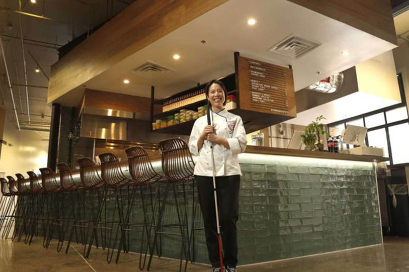 Một đầu bếp Việt nổi tiếng gây bão mạng khi thẳng thừng chê món ăn ở quán Vua đầu bếp Christine Hà nhớp nháp, cẩu thả, nhân viên mặc áo bông rẻ tiền và ăn nói rất bố láo?-2