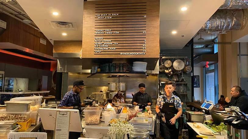 Một đầu bếp Việt nổi tiếng gây bão mạng khi thẳng thừng chê món ăn ở quán Vua đầu bếp Christine Hà nhớp nháp, cẩu thả, nhân viên mặc áo bông rẻ tiền và ăn nói rất bố láo?-4