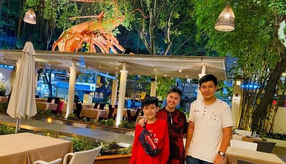 Sau bao năm bố mẹ ly hôn, hai con trai Phước Sang và Kim Thư lần đầu lộ diện-1