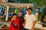 Sau bao năm bố mẹ ly hôn, hai con trai Phước Sang và Kim Thư lần đầu lộ diện