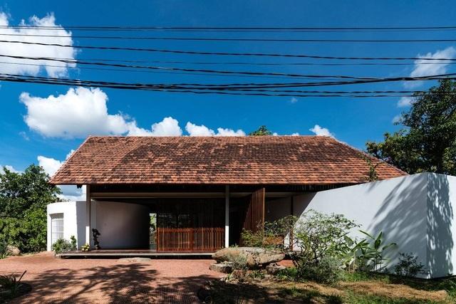 Ngôi nhà cấp 4 ở Đắk Lắk đẹp như resort nhờ thiết kế độc lạ-1