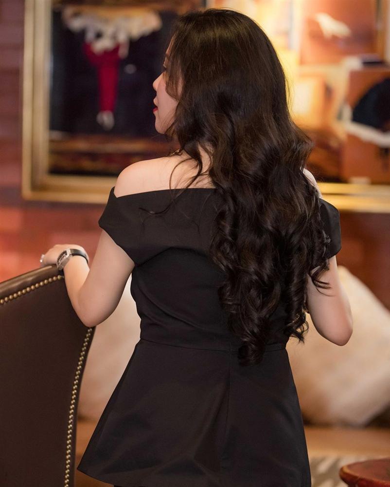 Ơn giời, nữ hoàng mặc xấu Phượng Chanel cuối cùng cũng có một bộ cánh xuất sắc sau nhiều pha lên đồ thảm họa-4