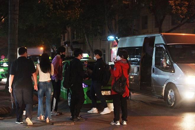 """Dịch Covid-19: Nếp sinh hoạt ngày - đêm kỳ lạ ở phố Hàn"""" giữa Hà Nội-2"""