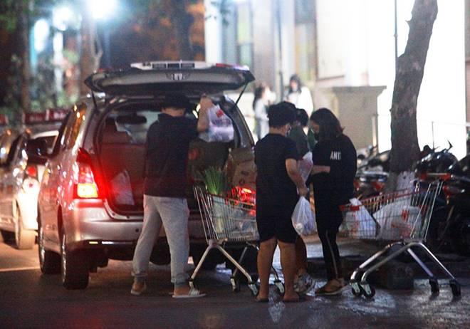 """Dịch Covid-19: Nếp sinh hoạt ngày - đêm kỳ lạ ở phố Hàn"""" giữa Hà Nội-6"""