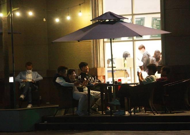 """Dịch Covid-19: Nếp sinh hoạt ngày - đêm kỳ lạ ở phố Hàn"""" giữa Hà Nội-8"""