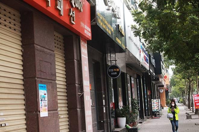 """Dịch Covid-19: Nếp sinh hoạt ngày - đêm kỳ lạ ở phố Hàn"""" giữa Hà Nội-13"""