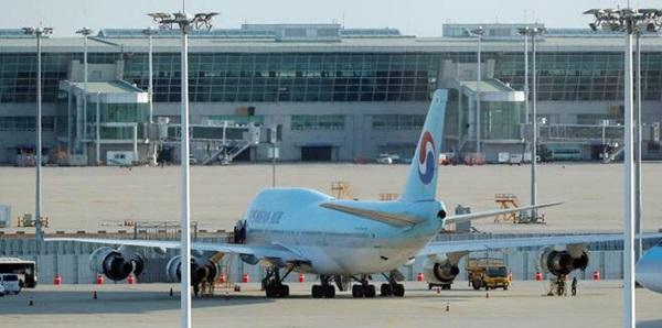 Báo Hàn đưa tin tiếp viên hãng hàng không lớn nhất Hàn Quốc Korean Air bị nhiễm Covid-19-1