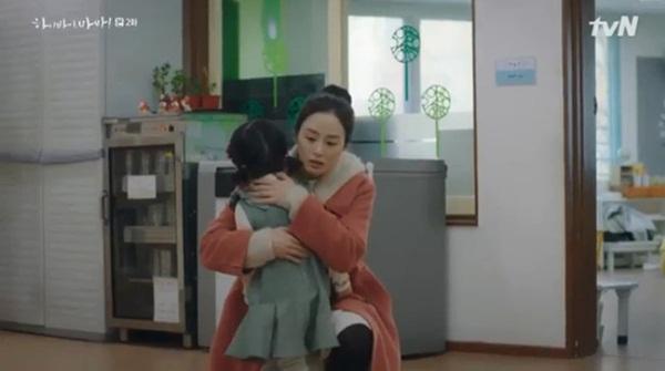 Hi Bye, Mama: Kim Tae Hee khiến fan đau lòng trước cảnh khóc nức nở khi làm con gái nhỏ đau đớn-1