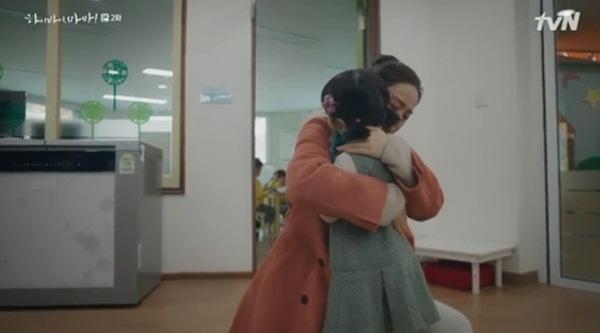 Hi Bye, Mama: Kim Tae Hee khiến fan đau lòng trước cảnh khóc nức nở khi làm con gái nhỏ đau đớn-2