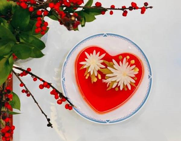 Hoa hậu Ngọc Hân lần đầu làm món ăn chơi đẹp như hoa, muốn cả thế giới khen mình-1
